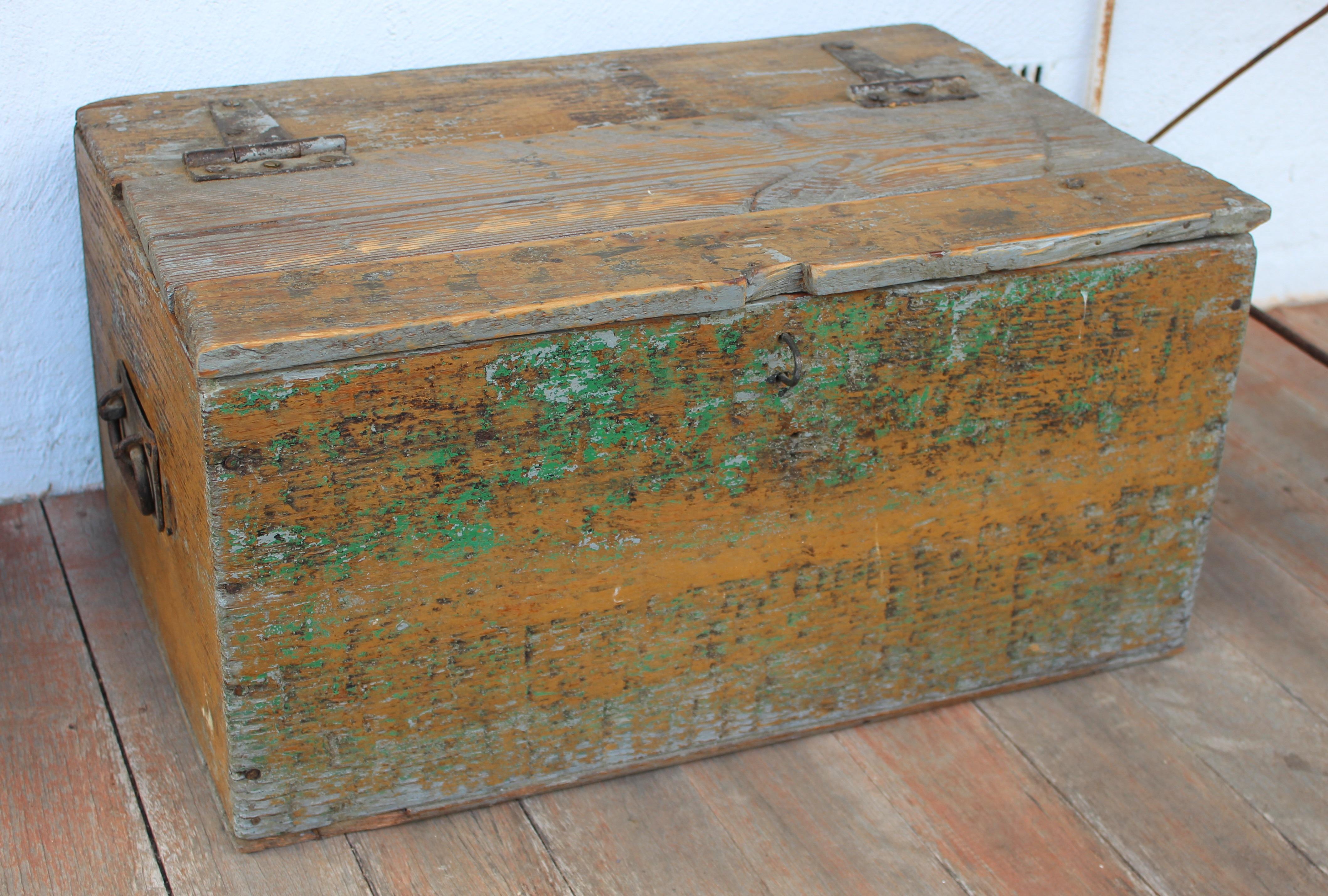 adtr-wooden-trunk